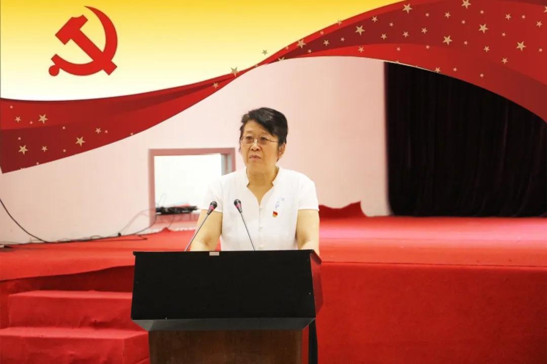 红领书记华洪在亚搏体育首页的这一年